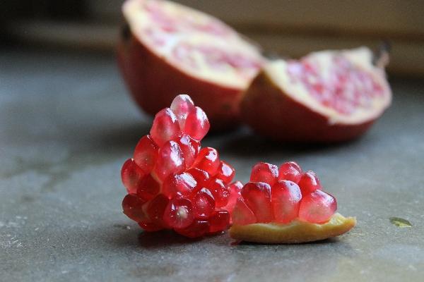 Back to basics: Granatapfel und Heilerde