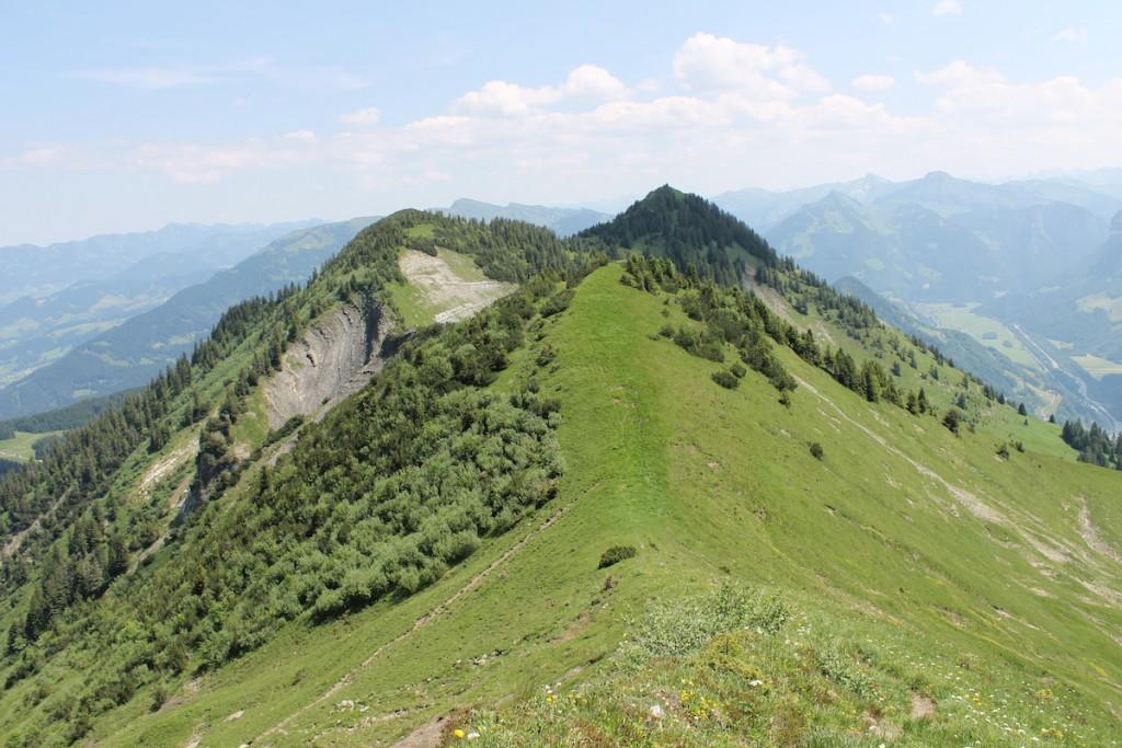 Schmaler Pfad auf den Bergspitzen