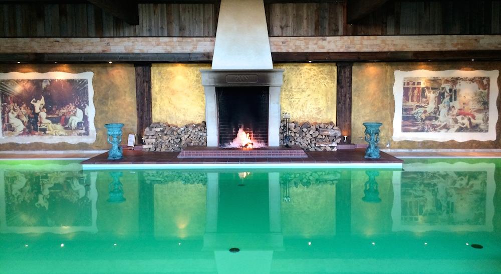 Pool mit offenem Feuer