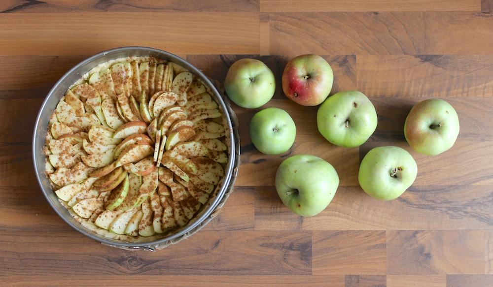Kuchen und Äpfel