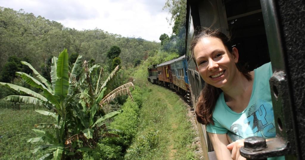 Wibke im Zug in Sri Lanka