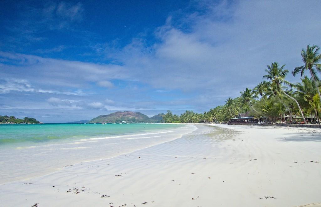 Kilometerlanger Strand auf den Seychellen
