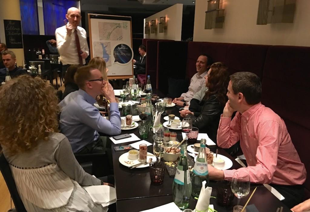 Blogger beim Abendessen