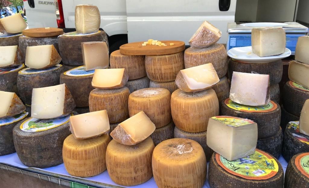 Käse auf dem Markt in Cannobio