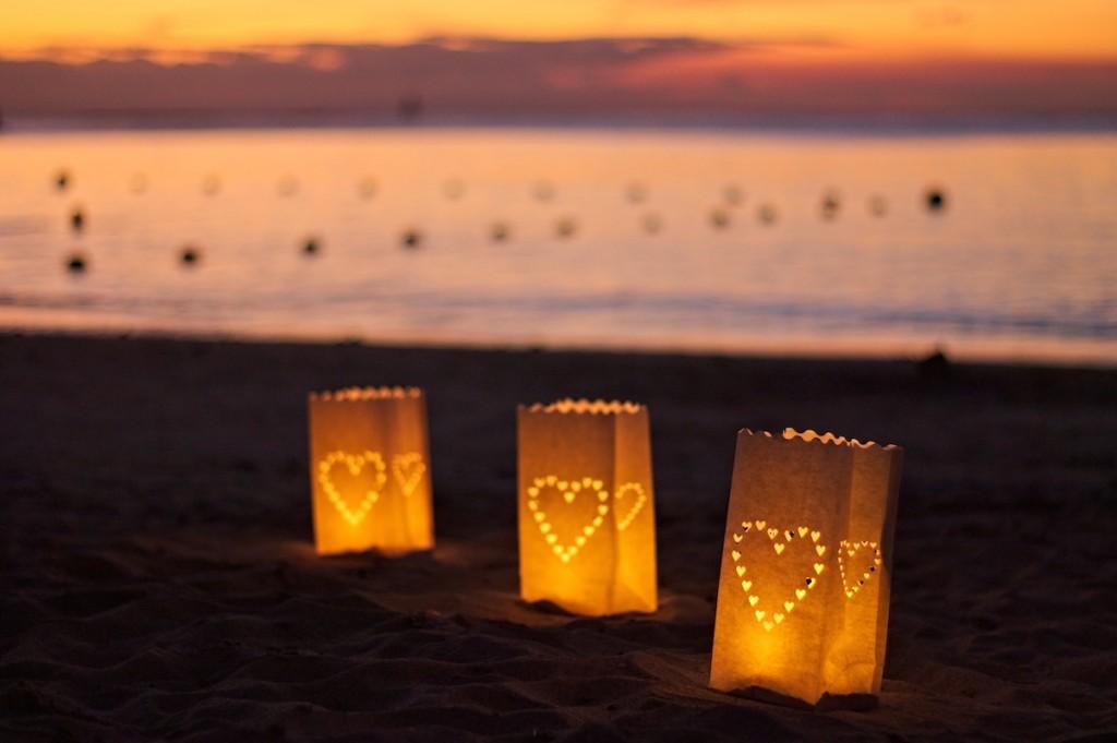 Lichtertüten am Strand