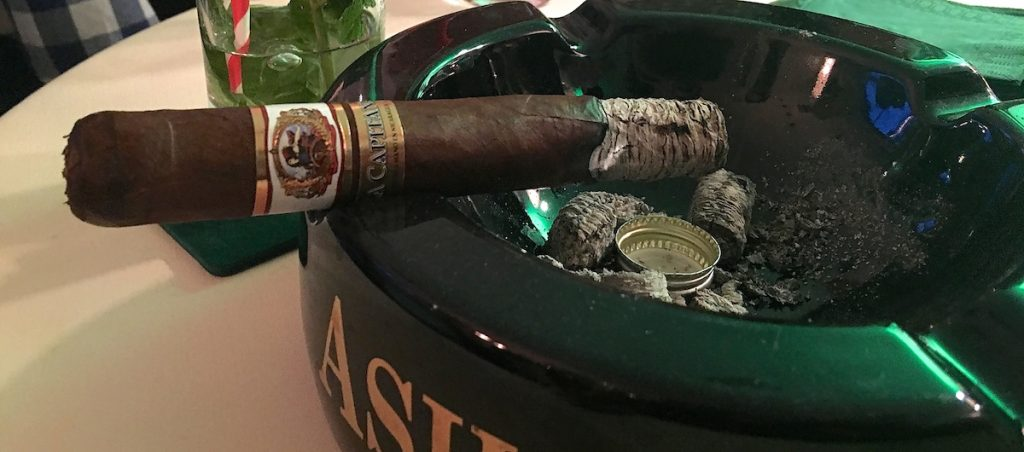 Zigarre beim Herrenabend