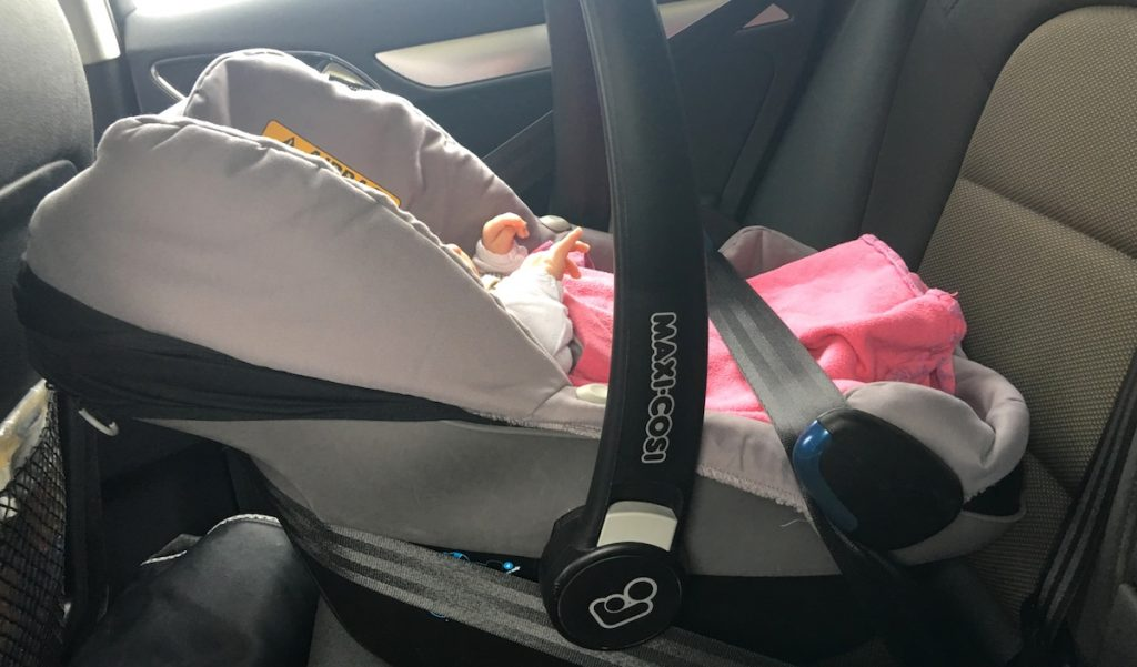 Babys erste lange Autofahrt