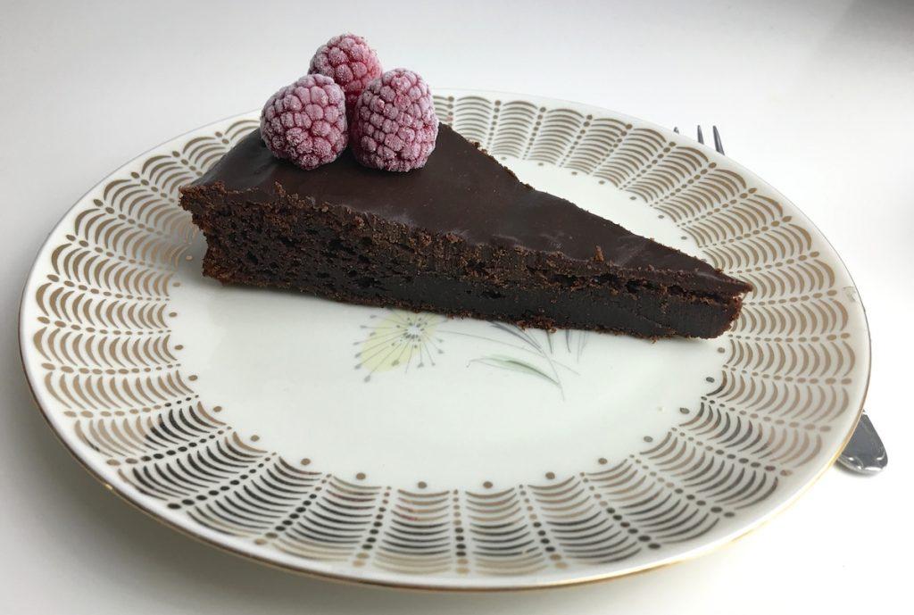 Schoko-Kuchen deluxe mit Beeren