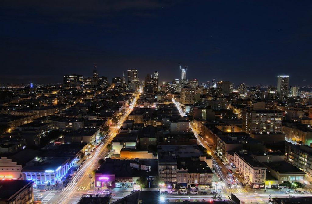 Traumblick auf San Francisco bei Nacht