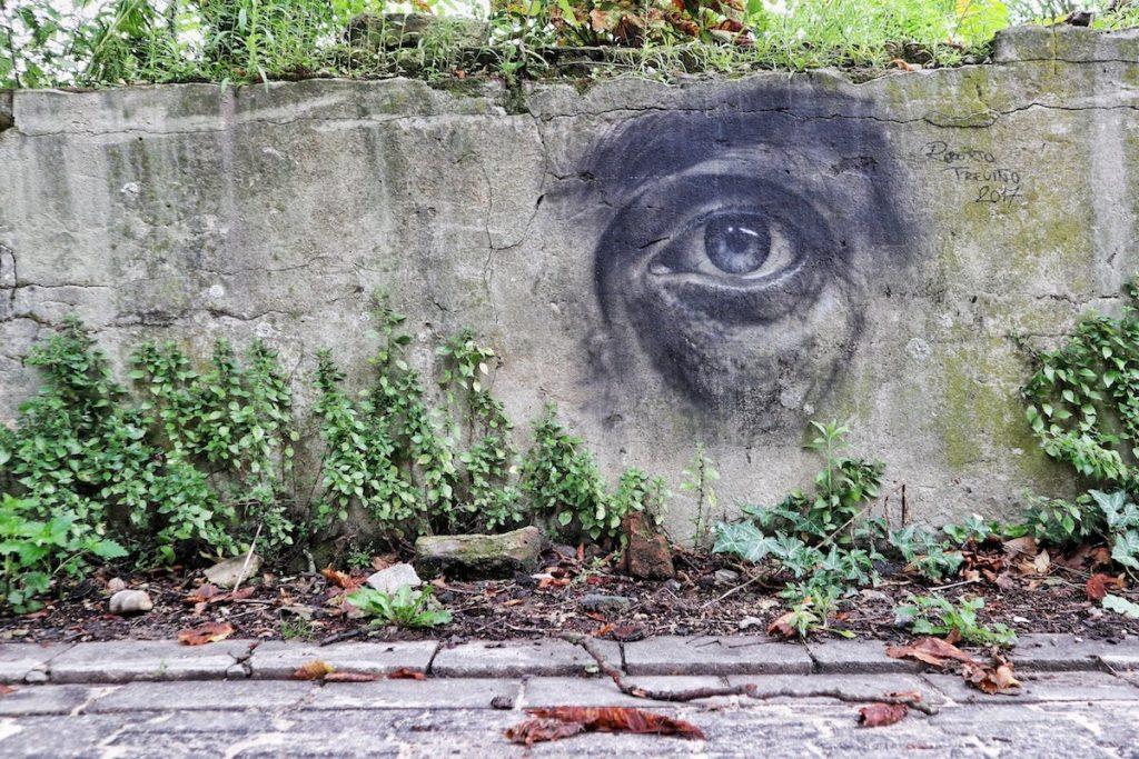 Street Art in Krefeld Auge auf Mauer