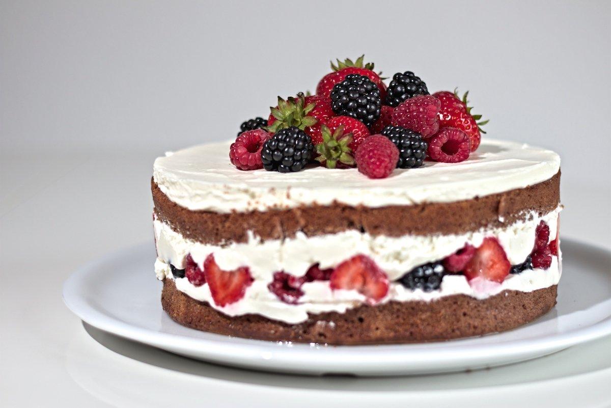 schoko beeren torte rezept f r einen naked cake webundwelt. Black Bedroom Furniture Sets. Home Design Ideas