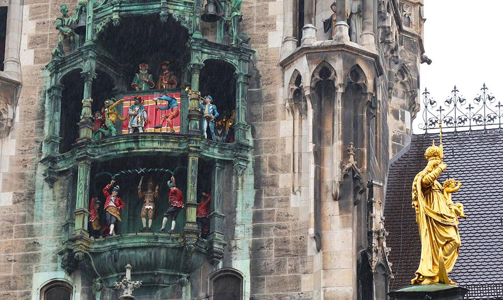 München zu Fuß erkunden Glockenspiel