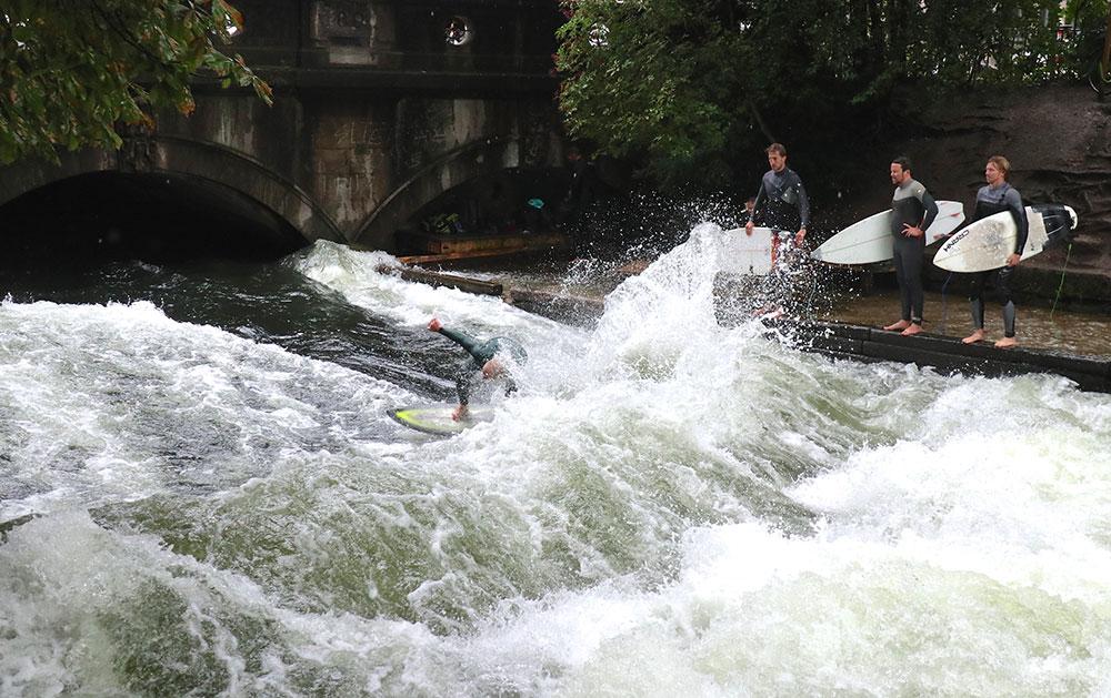 München zu Fuß erkunden Surfen