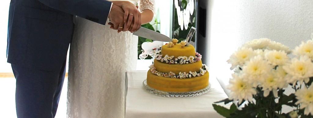 Hochzeitstrote anschneiden