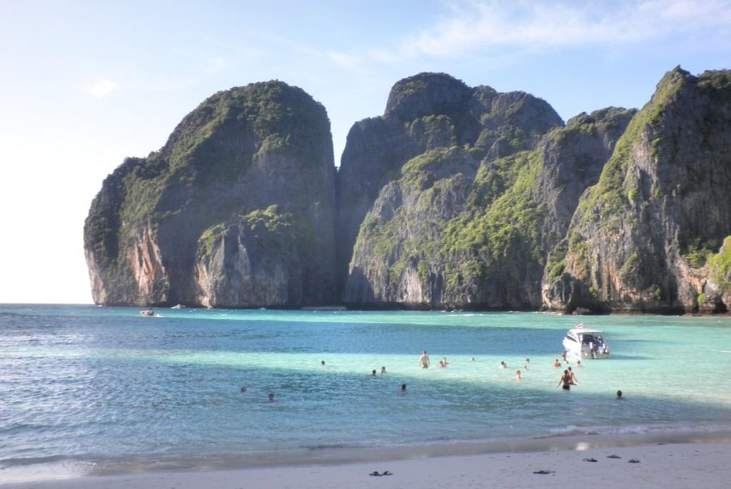 Strand von Felsen auf Koh Phi Phi