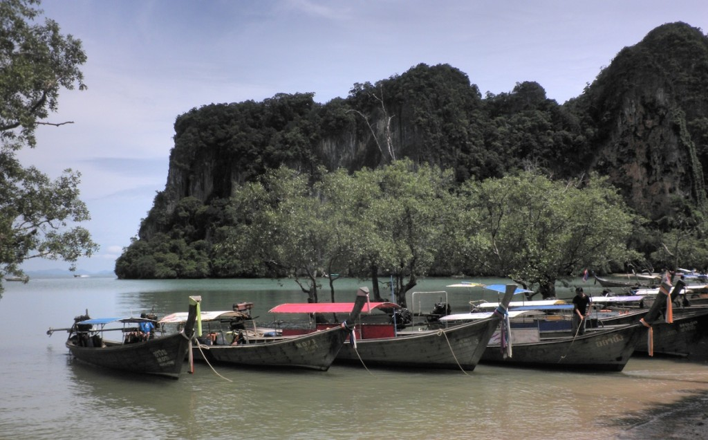 Boote am Strand vom Railay Beach