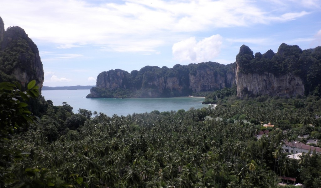Panoramablick auf den Railay Beach