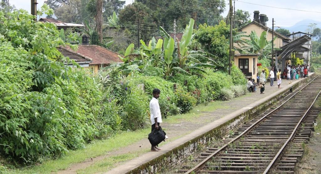 Zug Sri Lanka_Bahnhof