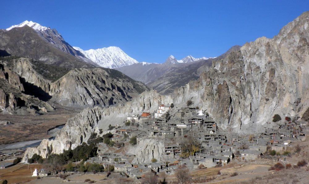 Bergdorf beim Tracking im Himalaya