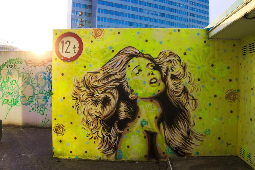 Street Art vor dem Schauspielhaus