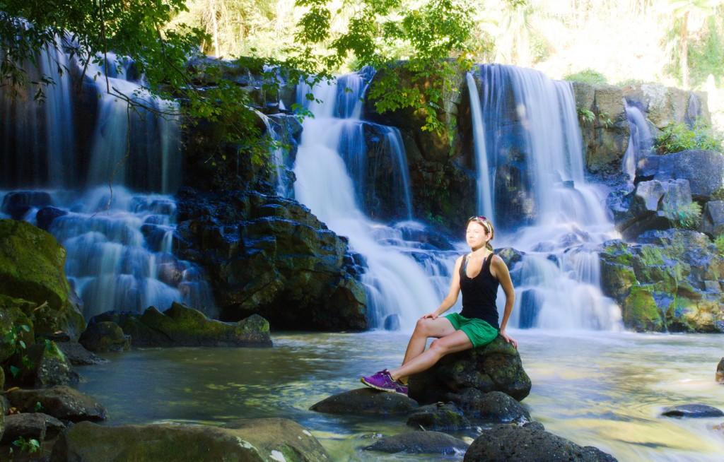 Wibke am Wasserfall auf Mauritius