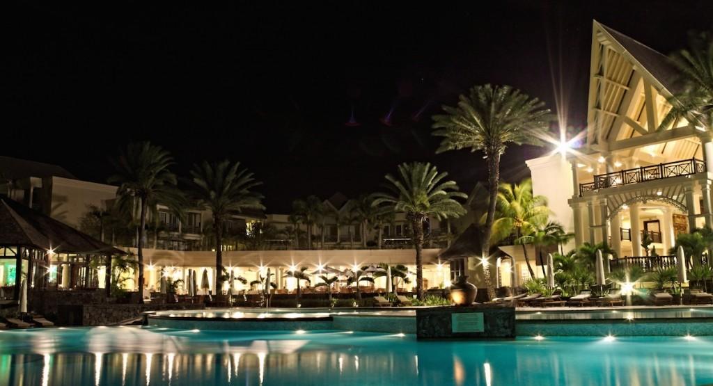 Luxushotel bei Nacht
