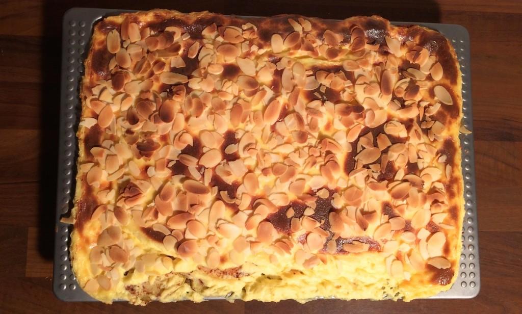 Adventlicher Kuchen mit Mandeln