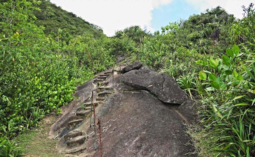 Felsen auf der Wanderung zum Trios Freres