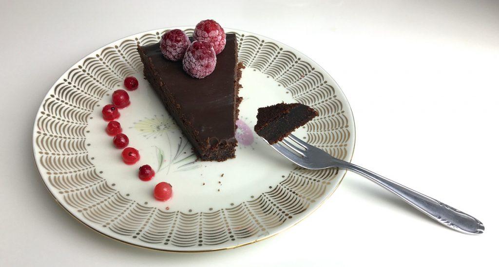 Schoko-Kuchen deluxe mit Früchten