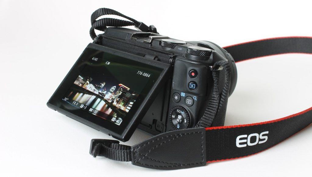 Kamera mit Klappdisplay