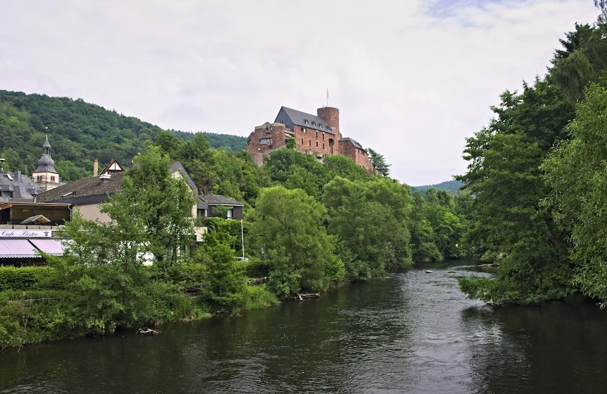 Kreuzworträtsel Burg In Der Eifel
