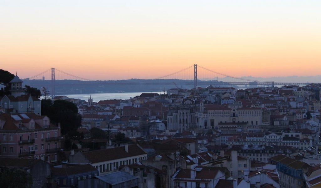 Heiratsantrag auf Reise Lissabon
