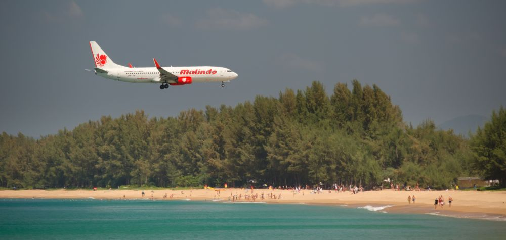 Plane Spotting in Phuket Thailand Flugzeug am Strand